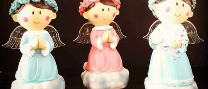 Luminária anjo que reza o pai nosso