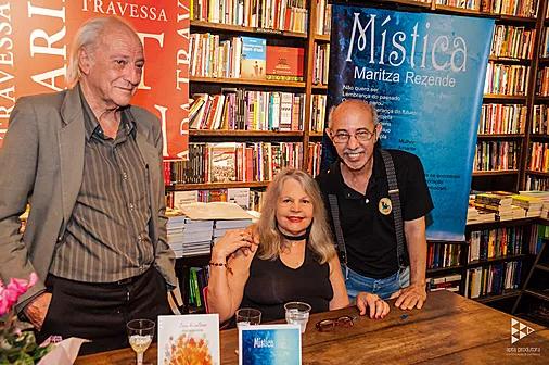 Maritza e Pedro Pazelli no lançamento do livro Mística.