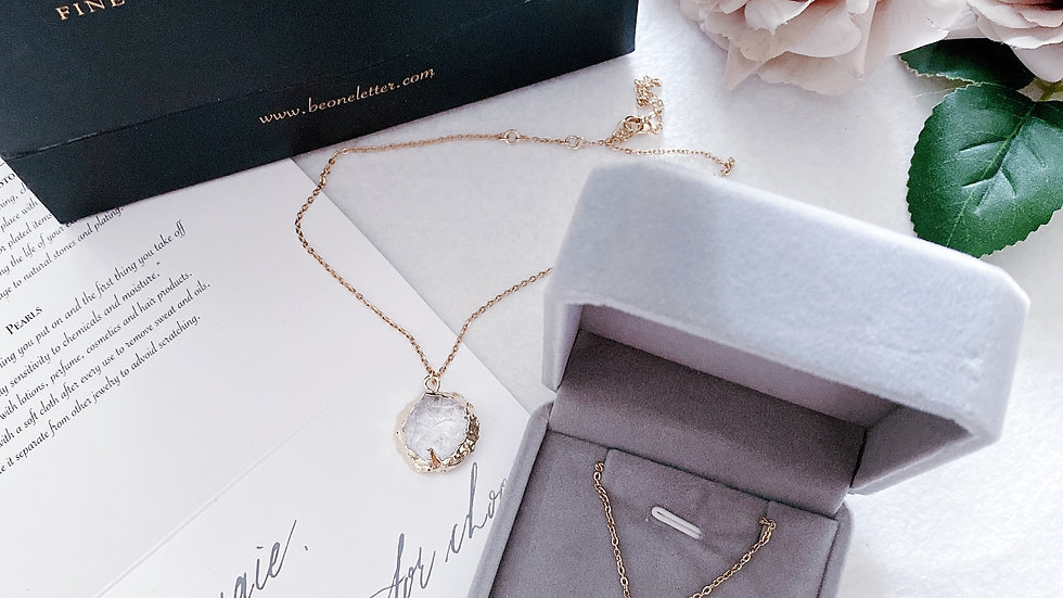 SWEETHEART - White Crystal Cube Necklace 原石白水晶立體頸鏈 配客製手寫字母