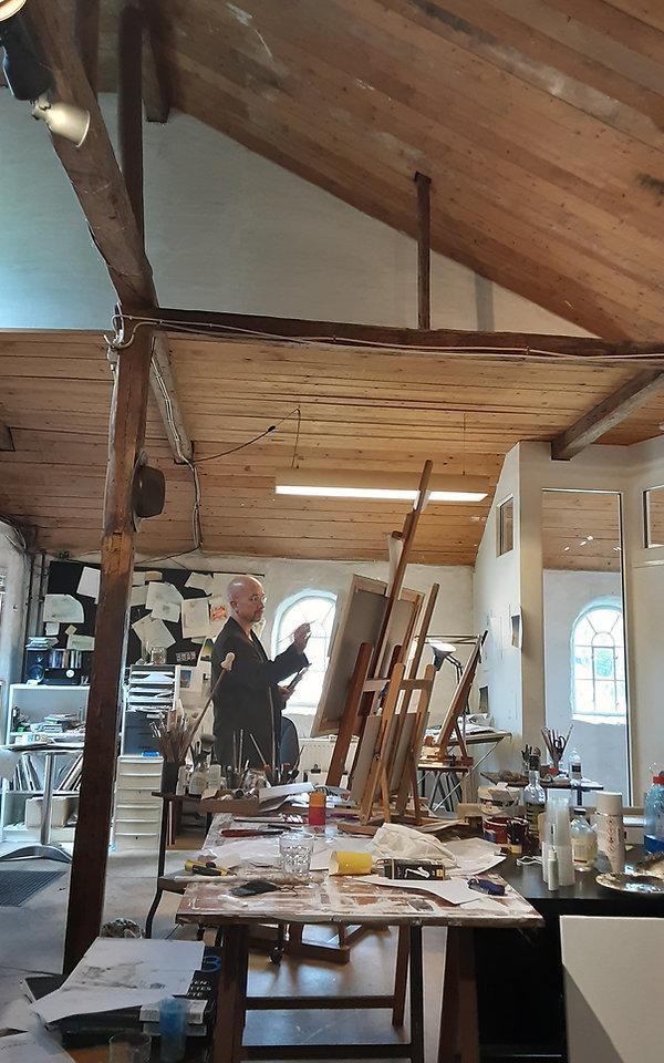 Danny Heinricht i sit atelier på Gjøl.jpg