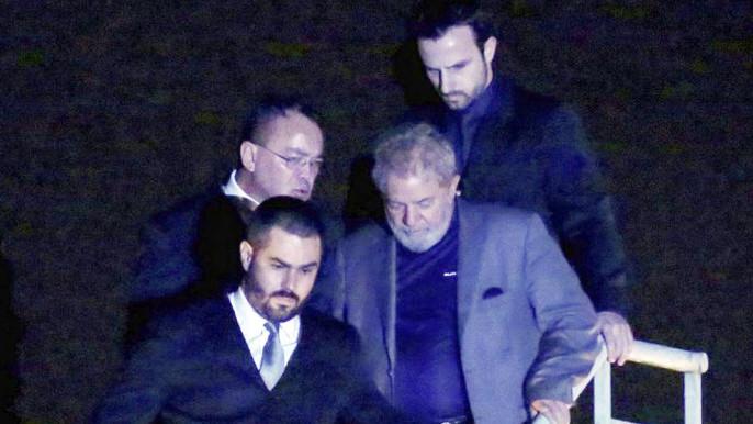Lula pasó la primera noche en prisión