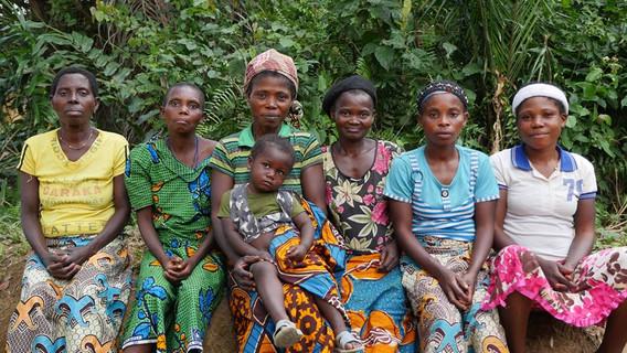 Femmes soignées à Otema