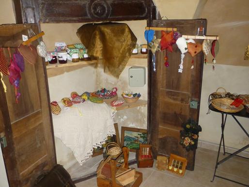 Ambiance marché de Noël à la pension de famille de Lézan