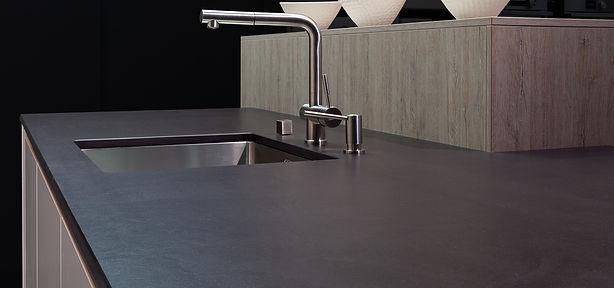 Küche Küchenplanung Küchenabdeckung Steinabdeckung Arbeitsplatte || KÄPPELI AG Küchen- und Raumdesign