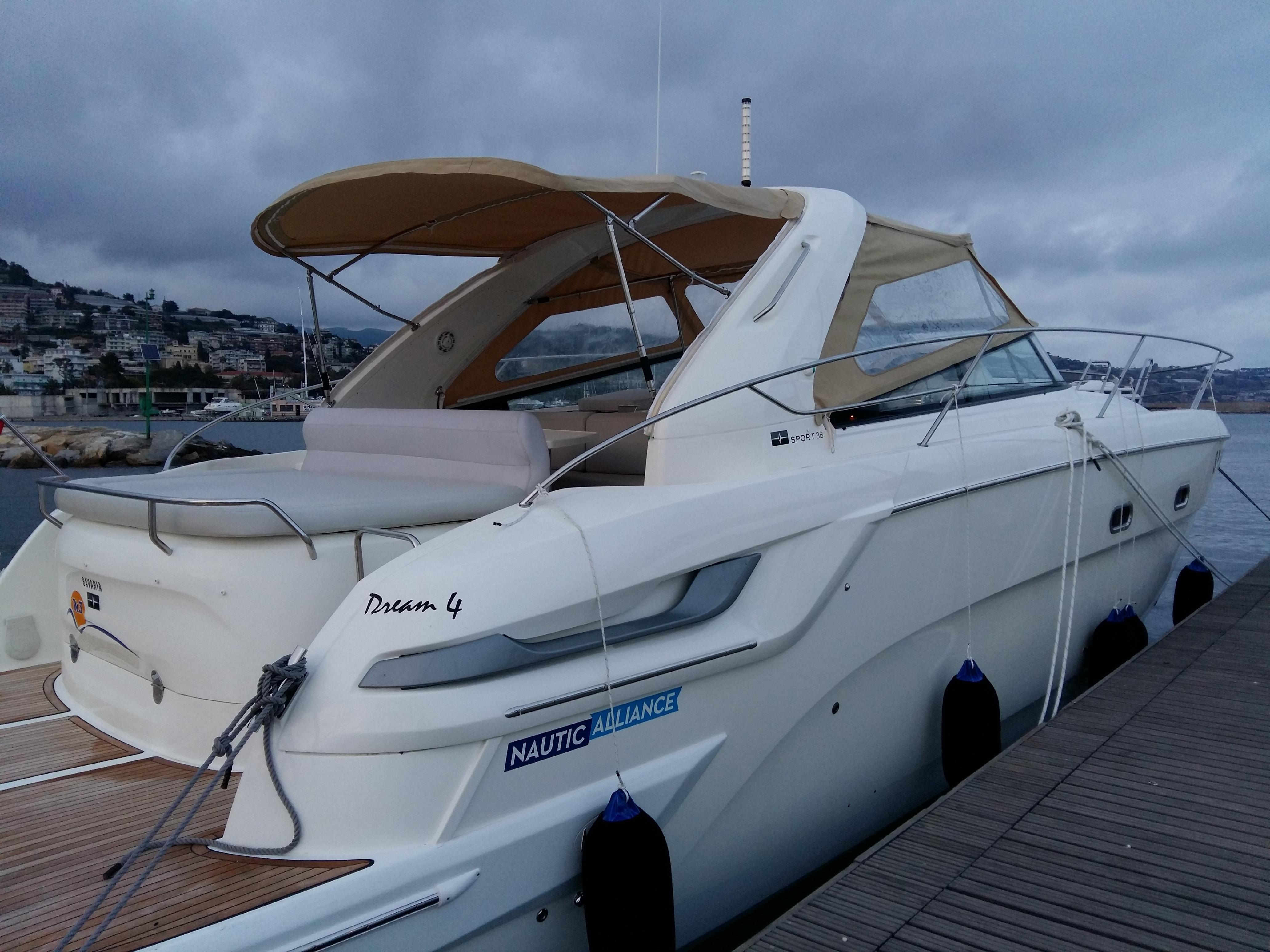 Bavaria_38_Sport_Riviera_Yacht_Charter_Sanremo_26
