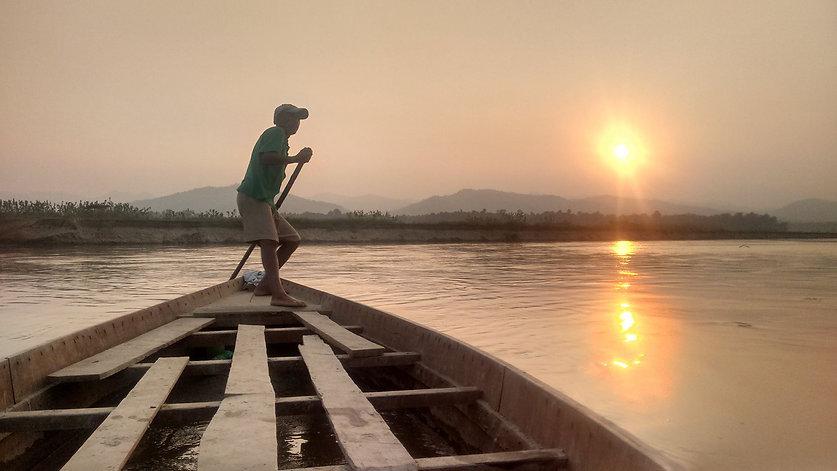 Boatsman on the Rapti river.jpg