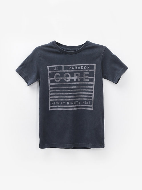 Camiseta gris oscuro cuadrado rotulada cuello redondo