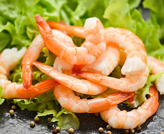 bigstock-Fresh-Shrimps-Served-On-The-Da-