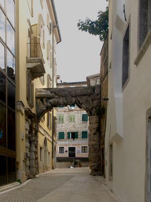 Calle Arco Romano
