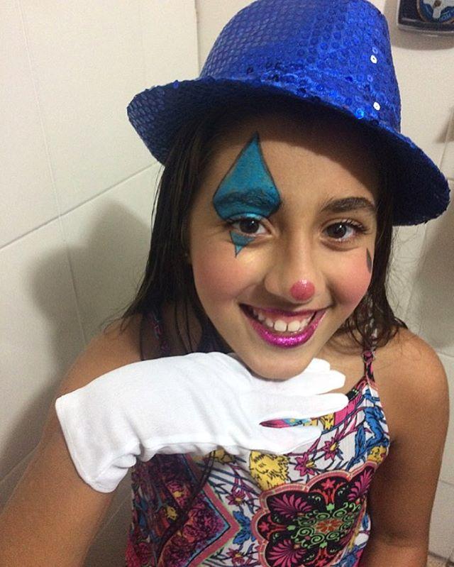 _raphasaade virou uma palhacinha linda com apenas lápis azul, lápis preto, delineador, batom e purpu