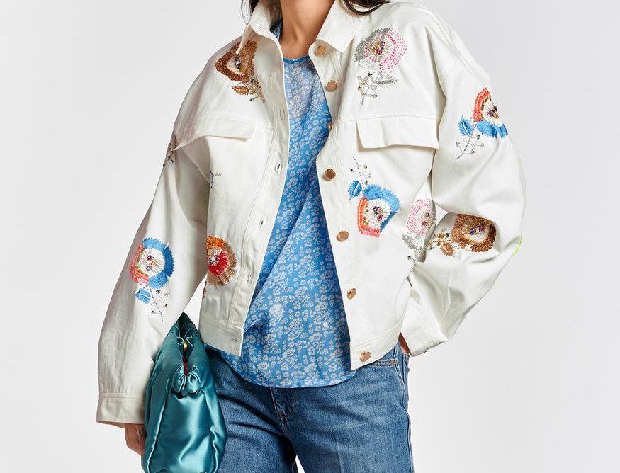 Veste en jean blanche rebrodée de fleurs ESSENTIEL