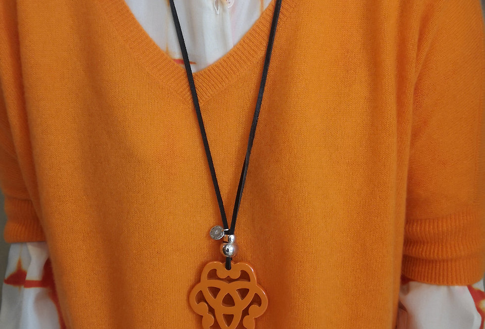 collier secret de cuir orange