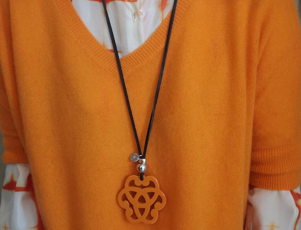 collier secret de cuir orange