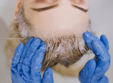 Teinture cheveux : évitez la surcharge de couleur sur votre chevelure