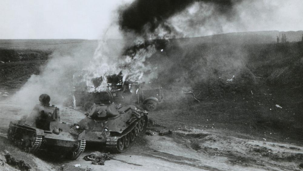 Уничтоженные советские танки под Юноурсией, во время немецкого вторжения в СССР (Россию). Лето 1941 года, во время 2-й Мировой Войны.