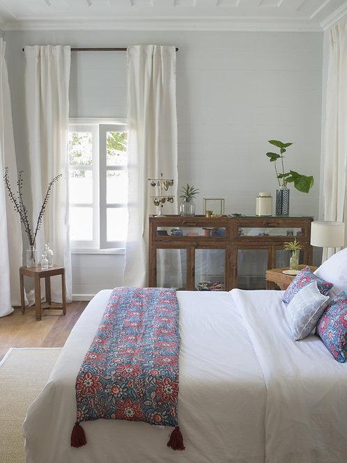 Chemin de lit à fleurs rouge et bleu Manjari
