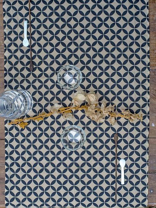 Chemin de table ethnique noir et beige Asiha