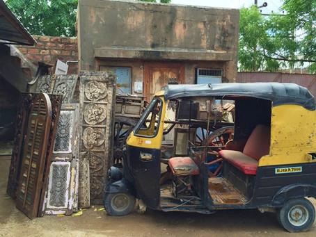 Comment chiner                                      un meuble ancien en Inde?
