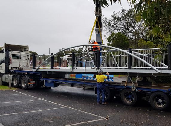 Lake Pertobe Pedestrian Bridge  Transport
