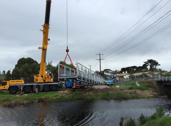 Wellington Street Bridge Install