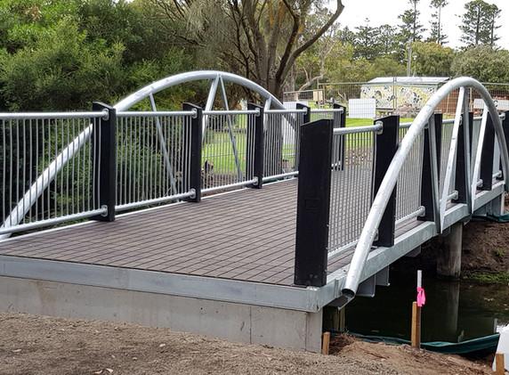 Lake Pertobe Pedestrian Bridge