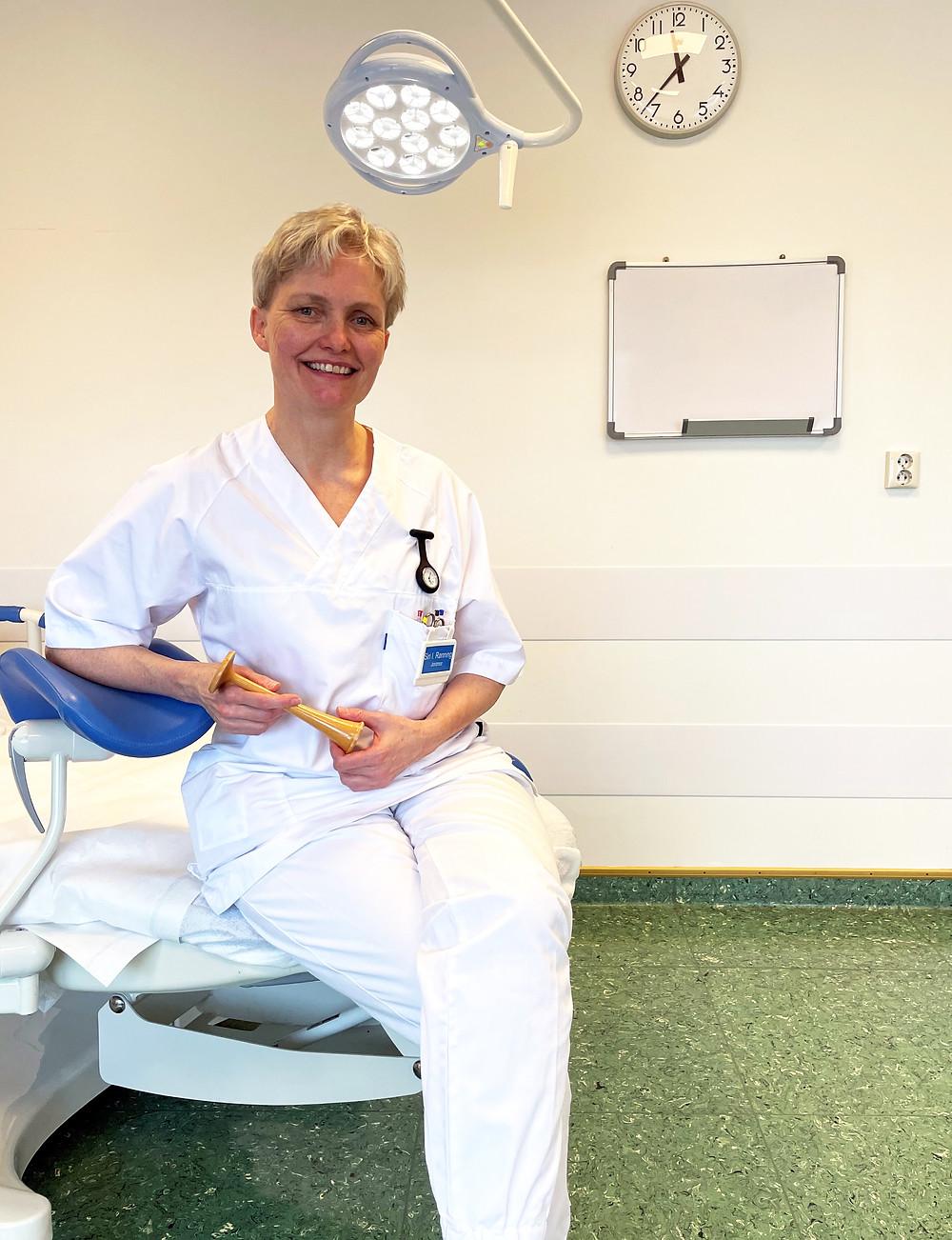 Siri Rønning er jordmor ved Helgelandssykehuset, men rakk å jobbe som sykepleier i både inn- og utland, før hun bestemte seg for å ta en ny retning.