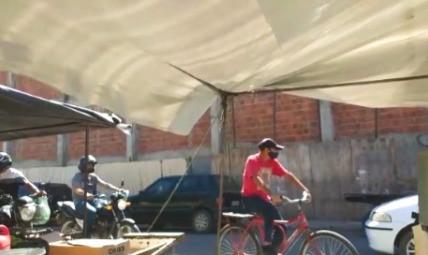 OURICURI: feirantes reclamam que obra parada virou banheiro na Modesto Lins, o local tá podre