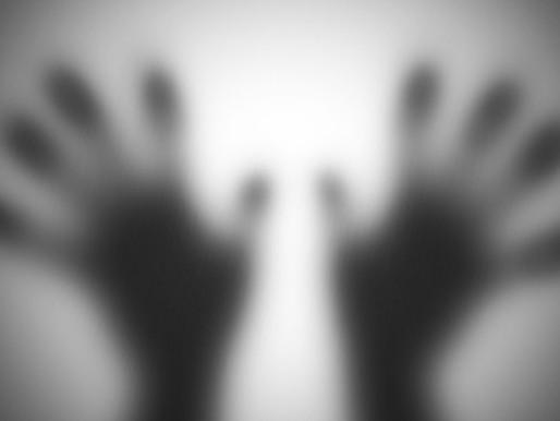 Entenda o que é 'stalking', perseguição física e virtual que deve configurar crime no Brasil