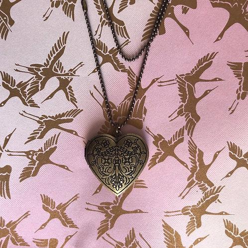 Colar Relicário Flor de Hibiscus 🌺