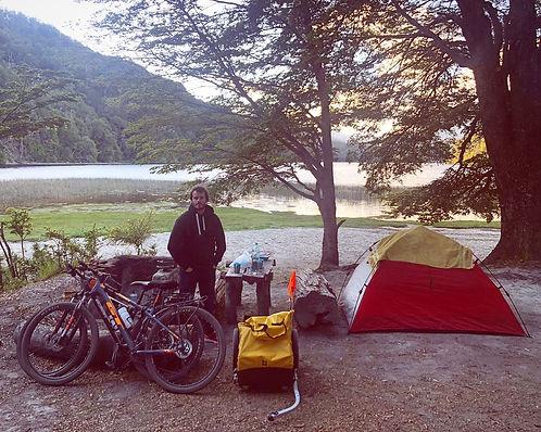 viaje en bici 7 lagos bariloche villa la angostura san martin de los andes bikepacking cicloturismo aventura en bicicleta cycletouring patagonia bike rental in san martin de los andes alquila una biccleta en bariloche  para pedalear por el camino de los 7 lagos camping pichitraful falkner lago espejo chico lago hermoso excursiones en biciceta por la patagonia argentina