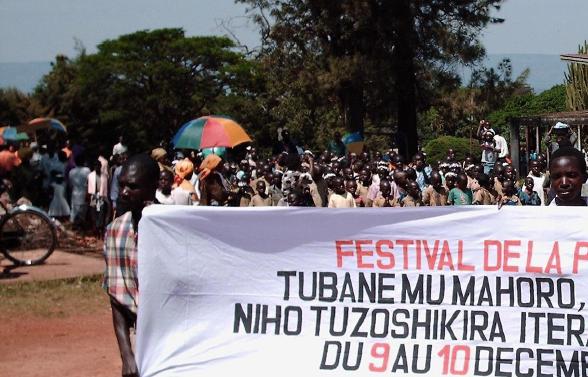 Fredsfestival organisert av en lokal fre