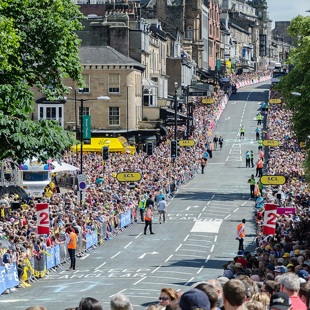 Parliament St Harrogate Awaits the Finish of the 2014 stage 1 Tour de France