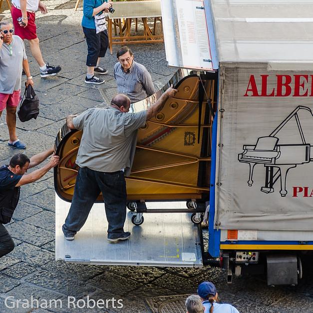 Alberto, His Friends and a Grand Piano