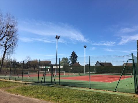 Terrain de tennis.jpg