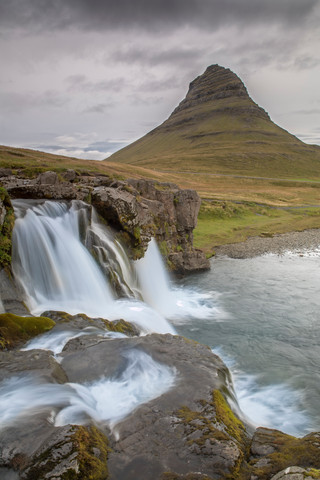 Kirkjufellsfoss and Kirkjufell Mountain