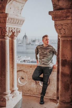 solo-male-traveler-budapest-photographer