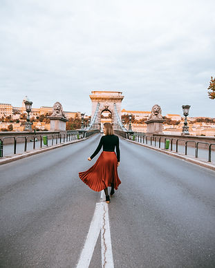 Budapest Instagrammable spots, photoshoot at Chain Bridge, UI Photo