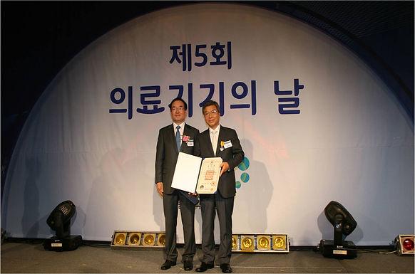윤대영 회장, '국민 포장' 수상