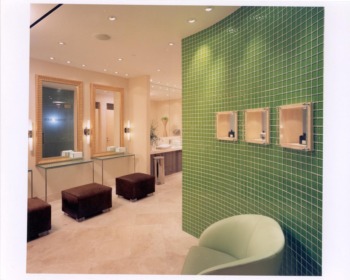 HR womens washroom 2.jpg