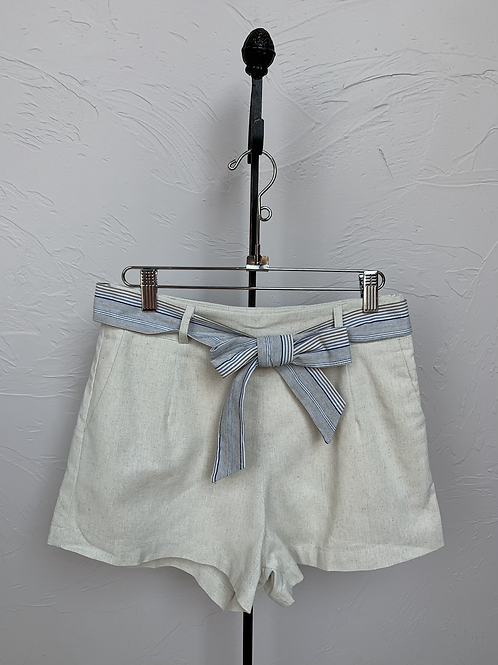 Hem and Thread Stripe Belt Linen Shorts