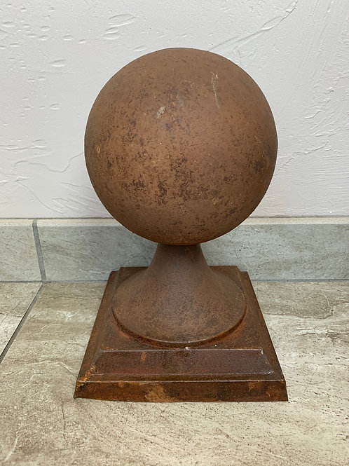 Mud Pie Rusted Ball Sitter