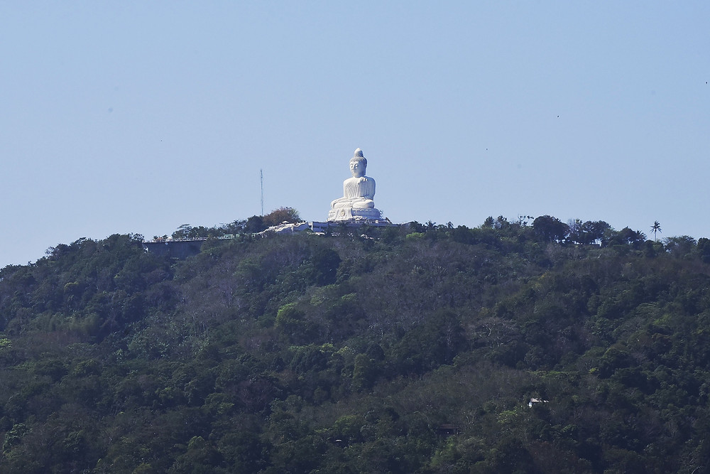 The Big Buddha Temple seen from the centre of Phuket city, Thailand - Photo: Leve de Viagem