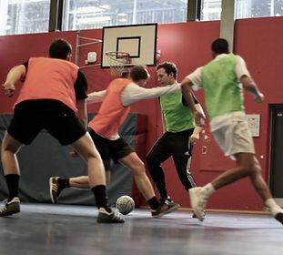 Intense fodbold kampe og turneringer