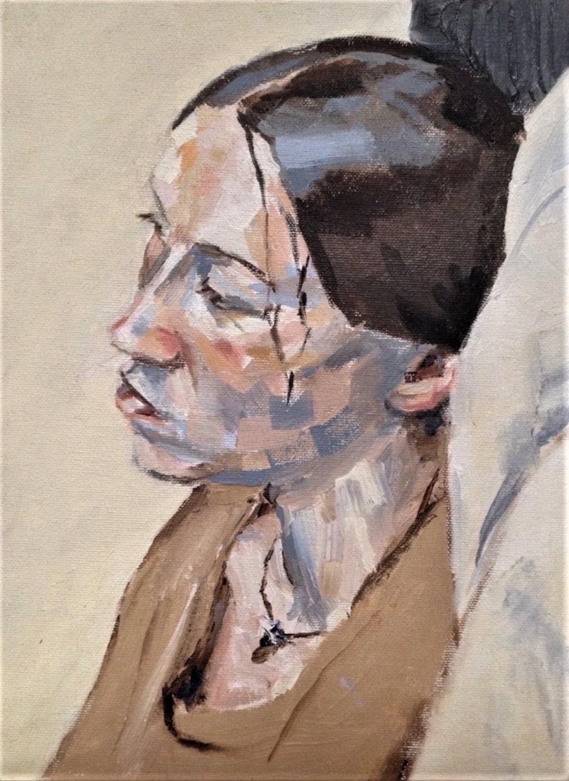 Jeune femme avec collier