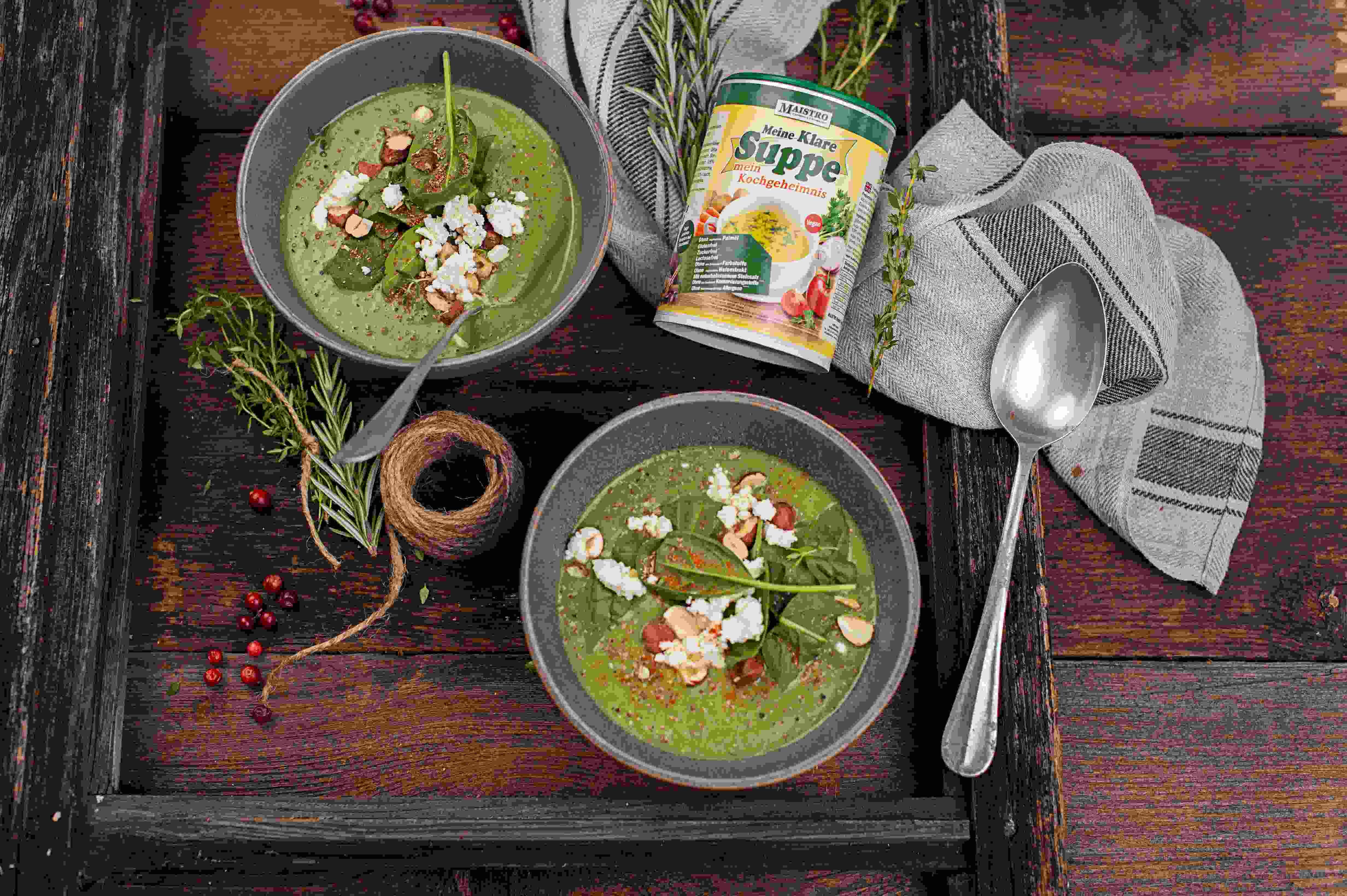 Grüne Gemüsesuppe mit Feta