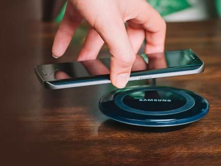 Smartphones da Samsung podem passar a ser vendidos sem carregador