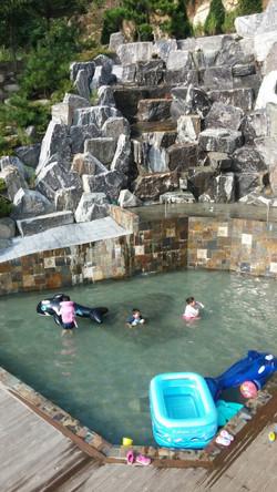 폭포수영장