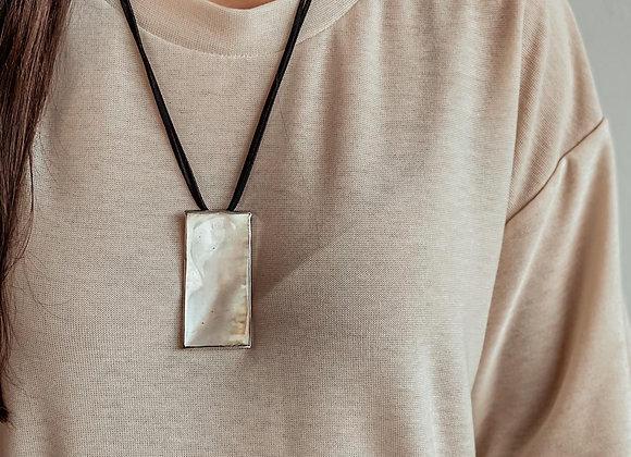 Collar mini pilar nacar