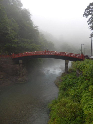 Red Shinko Bridge at the entrance