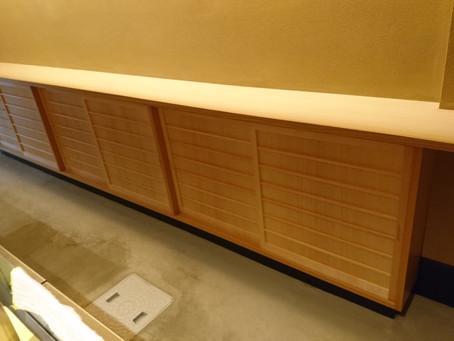 棚の引き戸、テーブル脚のリニューアル